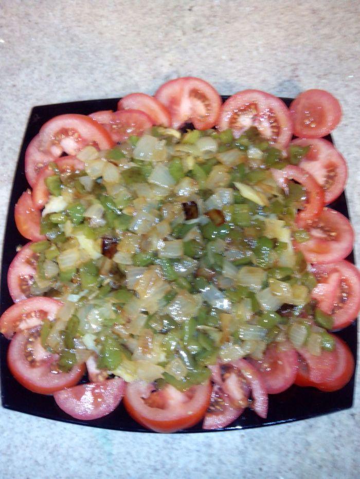 patata-con-tomate-y-pimiento